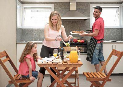 familia-comiendo-asado-1